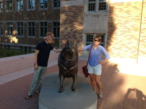 Husky statue at UW