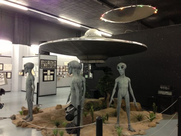 aliens at Roswell UFO museum
